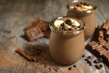 Schokoladen-Chia-Pudding mit Banane & Zimt